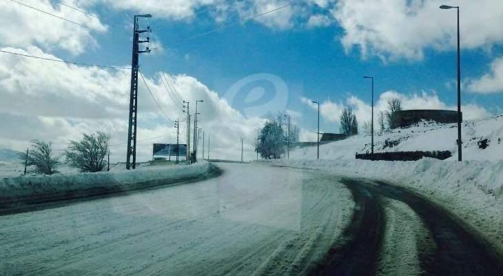 طريق كفردبيان-حدث بعلبك مقطوعة والطرق لمراكز التزلج سالكة امام سيارات الدفع الرباعي
