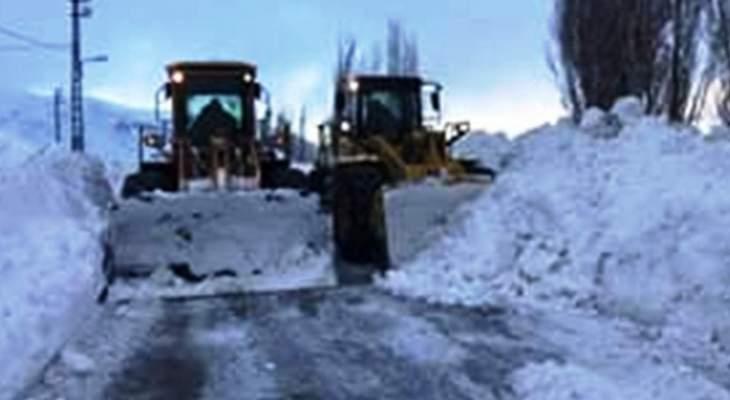 الدفاع المدني: سحب المياه من داخل مستودع في غزة وتسهيل المرور على طريق ترشيش-زحلة بسبب الثلوج
