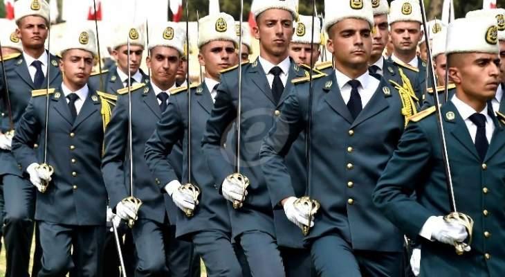 بدء العرض العسكري في المدرسة الحربية بمناسبة عيد الجيش