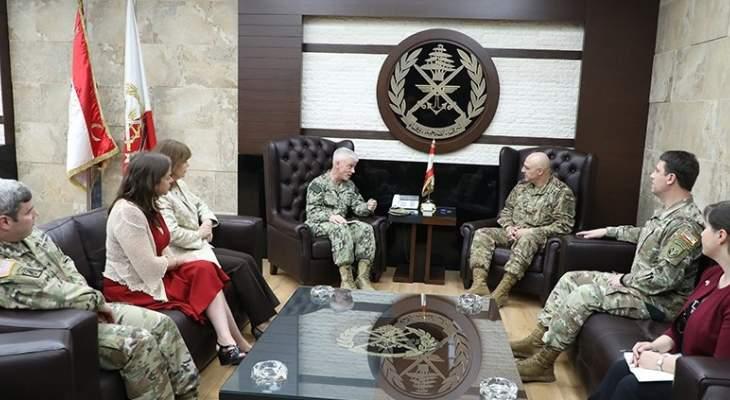 قائد الجيش بحث  مع قائد القوات البحرية في القيادة الوسطى الأميركية العلاقات الثنائية