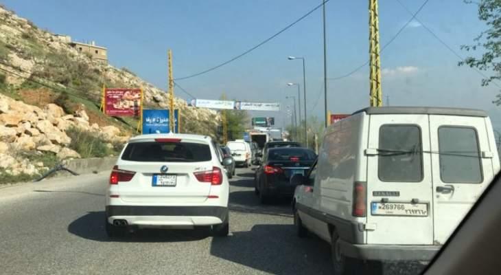 النشرة: تعطل سيارتين على طريق المريجات باتجاه شتورا وحركة المرور كثيفة