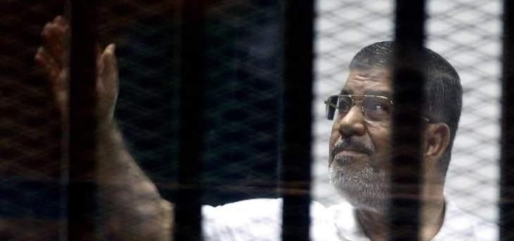 دفن مرسي من دون مراسم تشييع فجرا والصحافة منعت من حضور الدفن