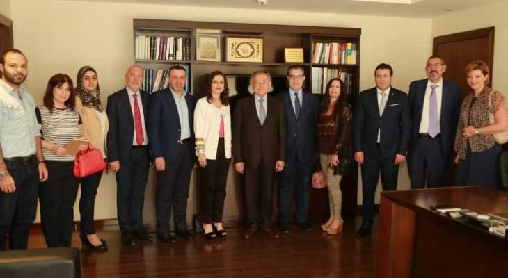السنيورة: حان الوقت للوقوف بحزم بوجه من يعرض مصالح لبنان للمخاطر
