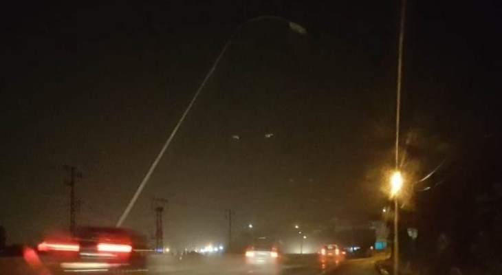 انحناء عمود كهرباء فوق المسلك الشرقي للأوتوستراد قبل جسر المدفون جراء الرياح