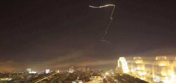 مصدر عسكري سوري: إسقاط معظم الصواريخ الاسرائيلية وإصابة مستودع بمطار دمشق