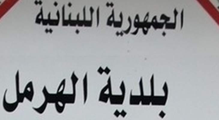 إضراب لعمال ومستخدمي بلدية الهرمل استنكارا للاعتداء على منزل رئيس البلدية