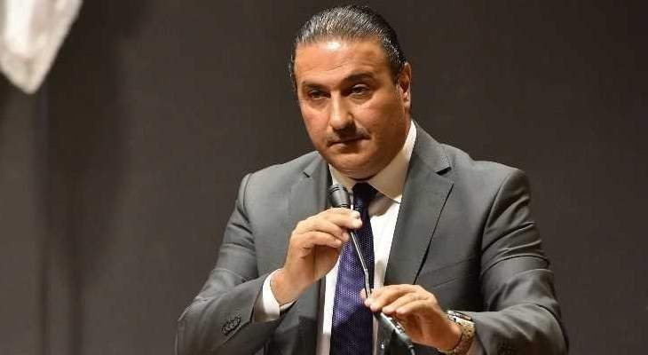 فادي سعد: نرى البعض يتباهى ويفتخر ويزين دارته بقذيفة