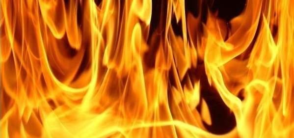 اخماد حريق شب داخل مستودع لتخزين الحطب في جرود الضنية