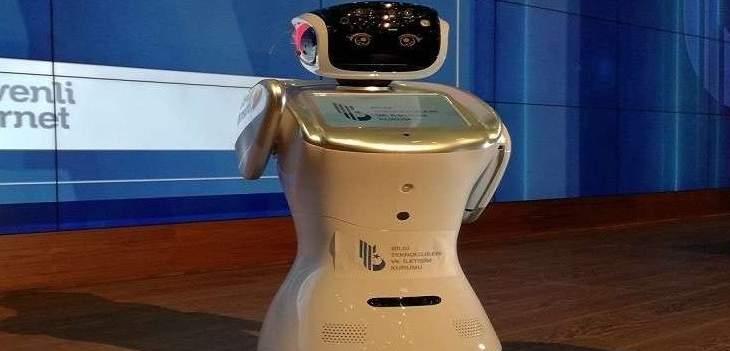 اسكات روبوت يقاطع خطاب وزير النقل والاتصالات التركي
