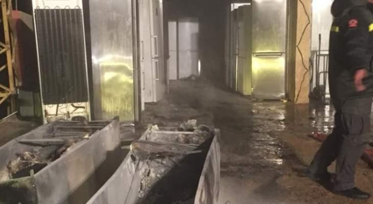 إخماد حريق في محل للادوات الكهربائية في دورس