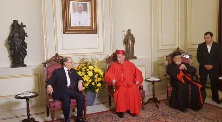 خلوة بين الرئيس عون والبطريرك الراعي قبيل قداس عيد الفصح في بكركي