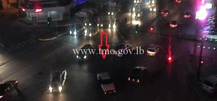 التحكم المروري: تعطل سيارة على تقاطع الألمازا - بولفار سن الفيل