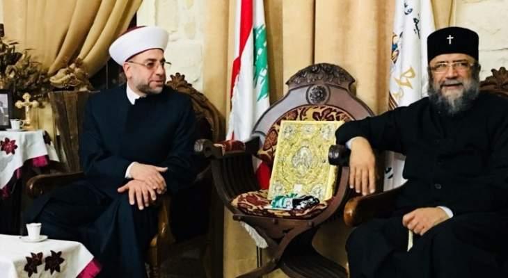 عبدالرزاق زار المطران منصور: نشيد بمواقف الرئيس عون تجاه القدس