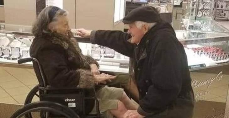 طلب يدها بعد 63 عاما على زواجهما