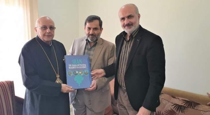 النشرة: المطران درويش التقى شريعتمدار وعرض معه العلاقات الثنائية