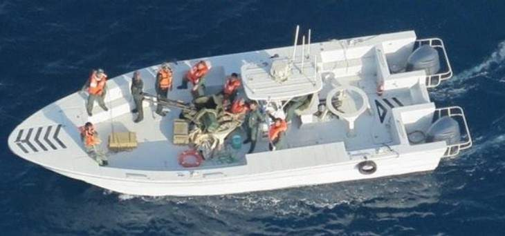 الجيش الأميركي ينشر صورا جديدة لعناصر إيرانية تزيل لغما من الناقلة اليابانية