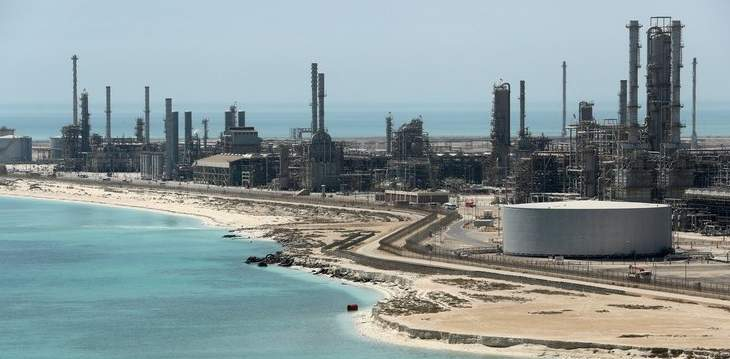 النفط يصعد 1 بالمئة فور إعلان السعودية عن تعرض محطتي ضخ لهجوم بطائرات مفخخة