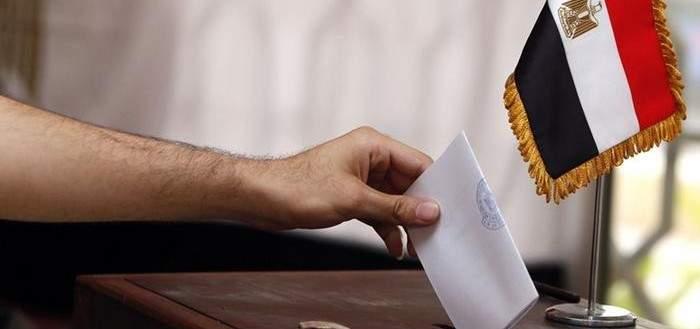 """هيئة الإنتخابات بمصر تعلن التصويت بـ """"نعم"""" بنسبة 88.83 بالمئة على التعديلات الدستورية"""