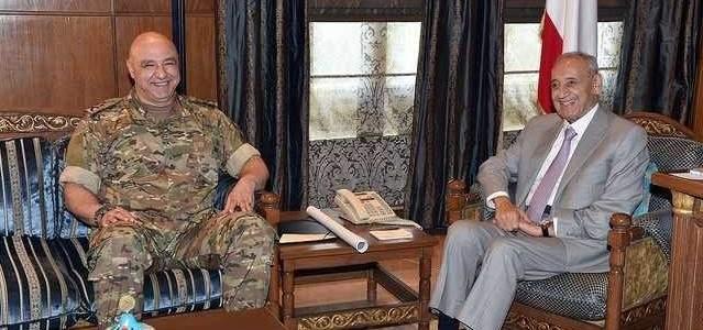 بري عرض الوضع الأمني مع قائد الجيش ومدير المخابرات وتلقى برقيات مهنئة بالعيد
