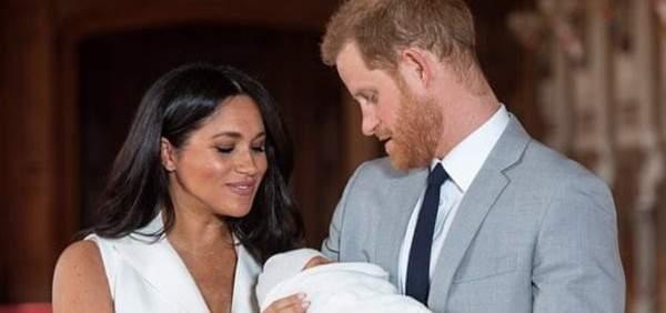 طرد مذيع BBC لسخريته من طفل الأمير هاري