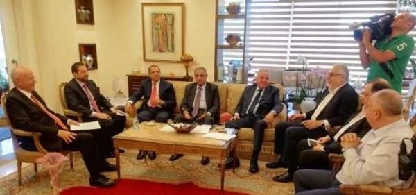 أزمة تشكيل الحكومة اللبنانية…وخلفيات رفض الحريري تمثيل اللقاء التشاوري