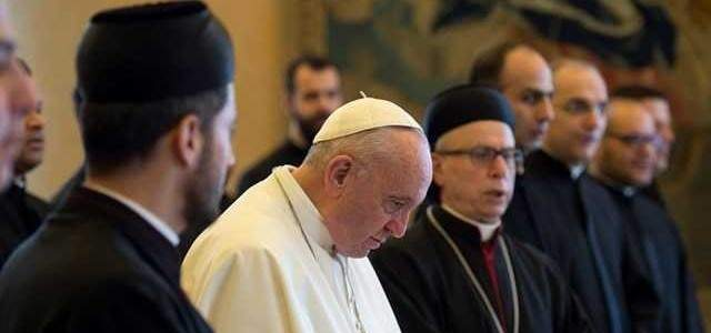 البابا فرنسيس يحذر الكهنة من الانجرار خلف روحِ العالم ومغرياته