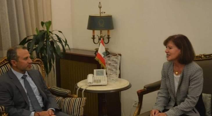 باسيل التقى السفيرة الأميركية وعرض معها ملف الاونروا والعلاقات الثنائية