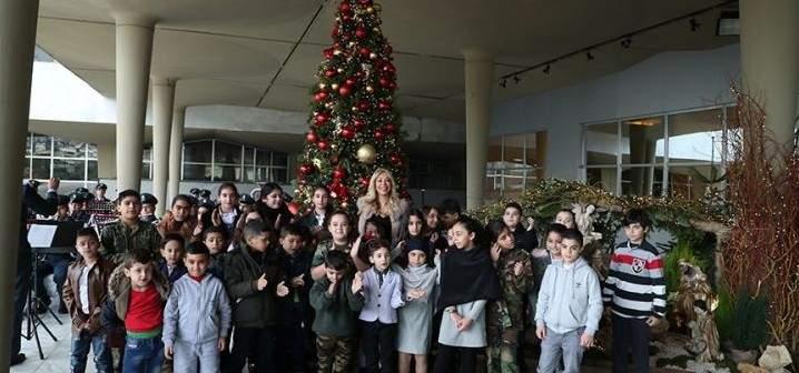 إضاءة شجرة الميلاد في وزارة الدفاع بمشاركة عدد من زوجات العسكريين الشهداء وأولادهم