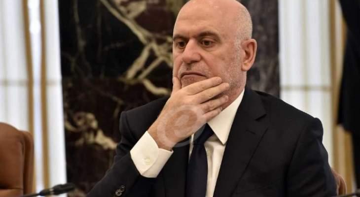 فنيانوس طلب من الأسمر فك الإضراب بمرفأ بيروت اليوم قبل الغد