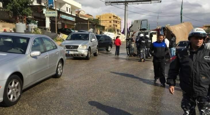 انقلاب شاحنة على دوار كفررمان في النبطية