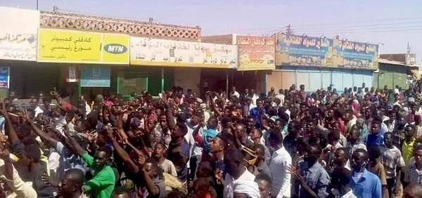 المعارضة السودانية توجه مذكرة إلى البشير وتطالب بحل الحكومة والبرلمان