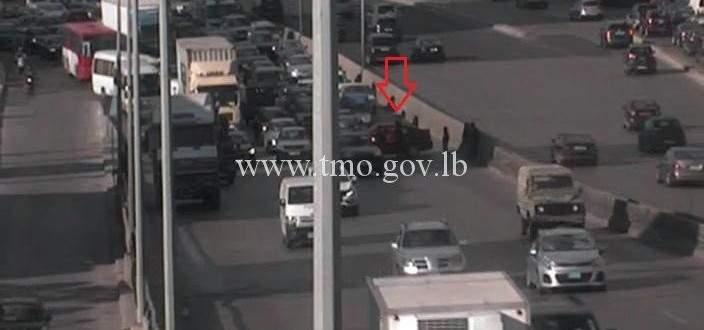 حادث تصادم بين شاحنة وسيارة اخر جسر انطلياس المسلك الغربي والاضرار مادية