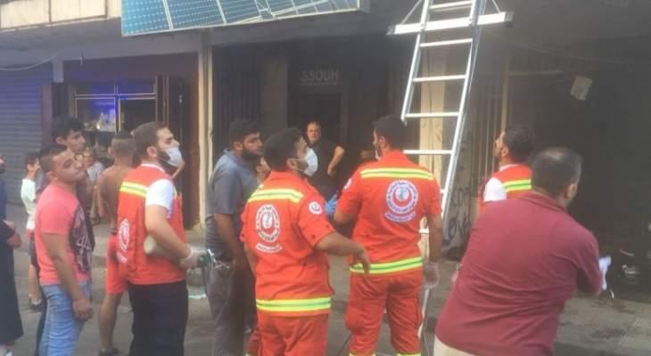 إصابة أكثر من 15 شخصا بحالات اختناق نتيجة احتراق منور إحدى البنايات بطرابلس