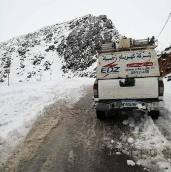 النشرة: الفرق التابعة لشركة كهرباء زحلة واصلت اعمال الصيانة رغم العاصفة الثلجية