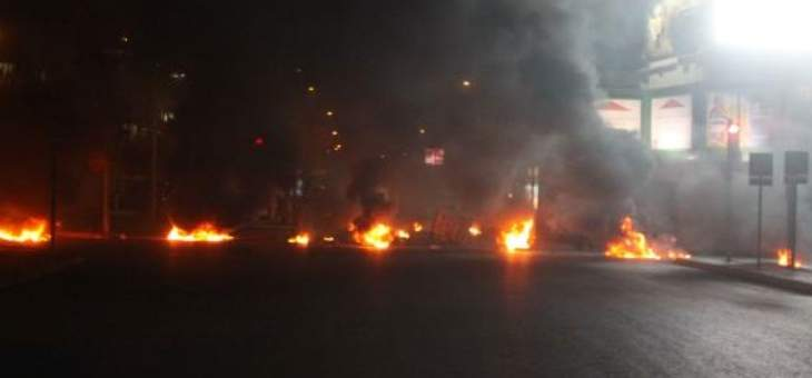 إقفال الاوتوستراد الشرقي في صيدا قرب شركة mtc بالإطارات المشتعلة