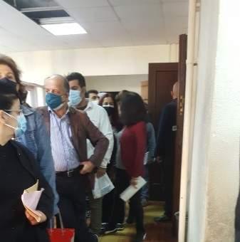 النشرة: إزدحام في مركز ضمان بدارو لدفع اشتراكات الضمان
