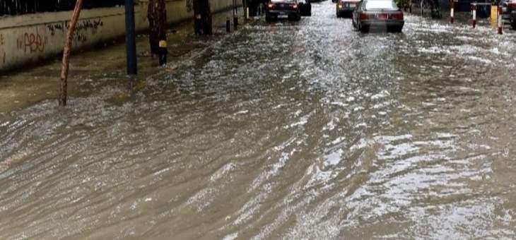 الامطار الغزيرة قطعت الطرق ودخلت الى المنازل والمحال في قبرشمول