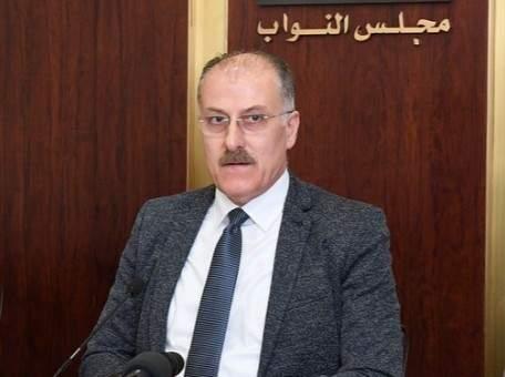 عبدالله: لإعطاء الأولوية بإعادة اللبنانيين من الخارج للطلاب وعلينا تجهيز مراكز حجر