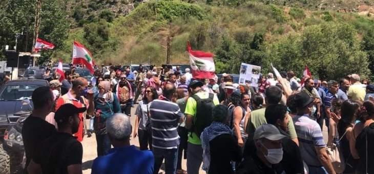 اعتصام لعدد من المحتجين في مرج بسري اعتراضا على إعادة العمل بالسد