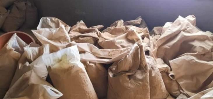 الجيش: ضبط مصنعين لتصنيع المخدرات وتوقيف 6 أشخاص وأعتدة وذخائر حربية