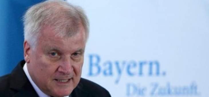 وزير داخلية ألمانيا يسعى إلى عدم تمديد حظر الترحيل إلى سوريا