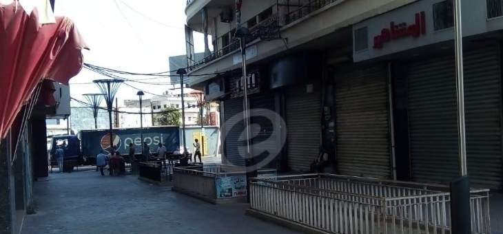 النشرة: محتجون اقفلوا محلات الصيرفة في شارع رياض الصلح بصيدا