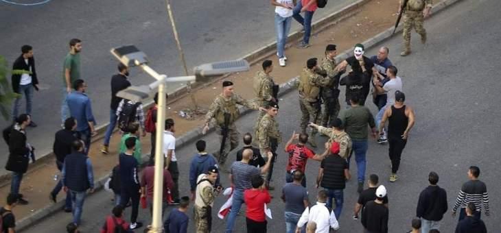 توقيف شخص في صيدا على خلفية رفع لافتة مسيئة لعون وبري والحريري