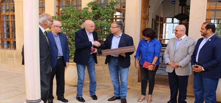 جنبلاط كرم السفير المصري لمناسبة قرب انتهاء مهماته في لبنان