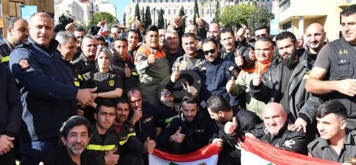 عناصر من الدفاع المدني قطعوا الطريق أمام وزارة الداخلية في شارع الحمرا