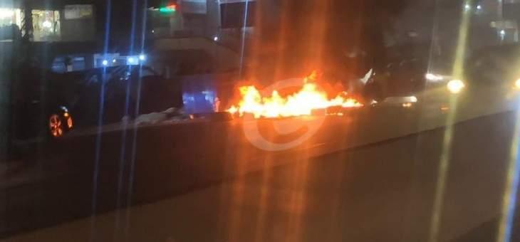 محتجون قطعوا مدخل حي الشراونة في بعلبك بالاطارات المشتعلة