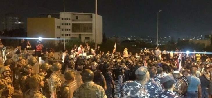 مغادرة معظم المحتجين على طرق القصر الجمهوري