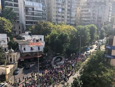 النشرة: وصول المتظاهرين إلى قرب كنيسة مار متر في الأشرفية