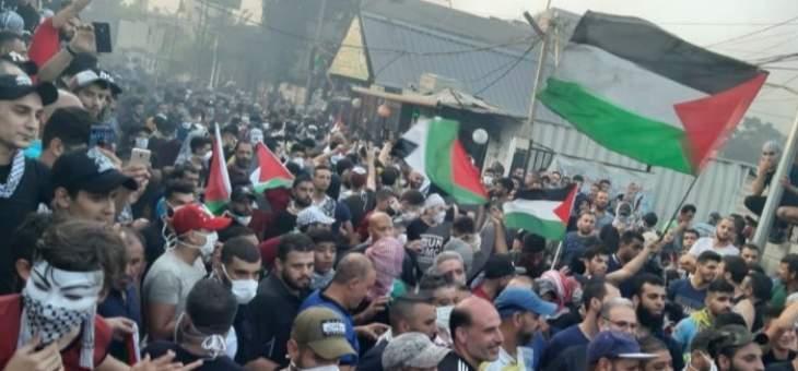 هل تُلبى مطالب اللاجئين الفلسطينيين مقابل سحب السلاح من المخيمات؟