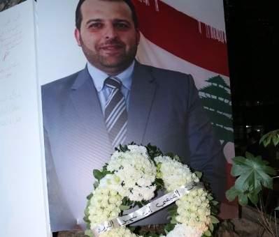 اضاءة الشموع عن روح علاء أبو فخر أمام بيت الكتائب المركزي في الصيفي